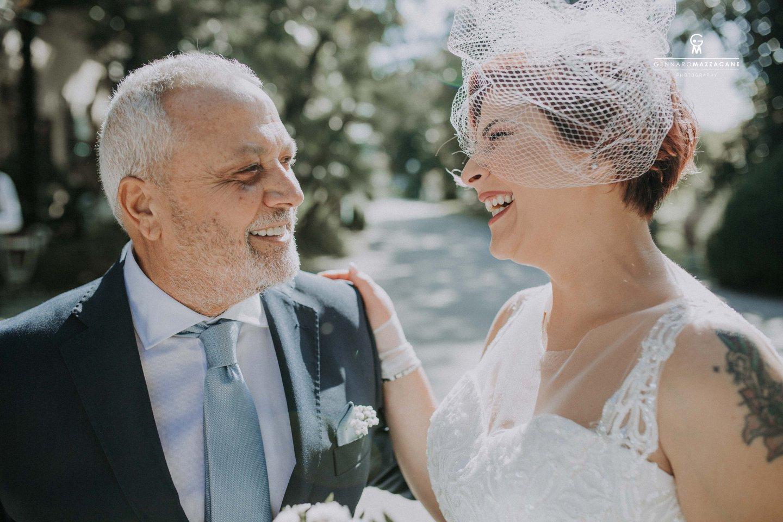 Prima di tutto, il fotografo ha il delicato compito di suggerire i consigli più adeguati e opportuni agli sposi, in riferimento ai loro gusti e alle loro preferenze. Questo è un aspetto non da poco, in quanto è in questo modo che il fotografo riesce a realizzare un reportage nozze personalizzato, in riferimento a quelli che sono i desideri e i gusti degli sposi. A tal proposito, il mio staff ed io, siamo in grado di offrire a tutti i futuri sposi un'ampia e variegata gamma di soluzioni per servizi fotografici per matrimonio. Un unico obiettivo: garantire a tutti gli sposi un servizio fotografico di alta qualità.